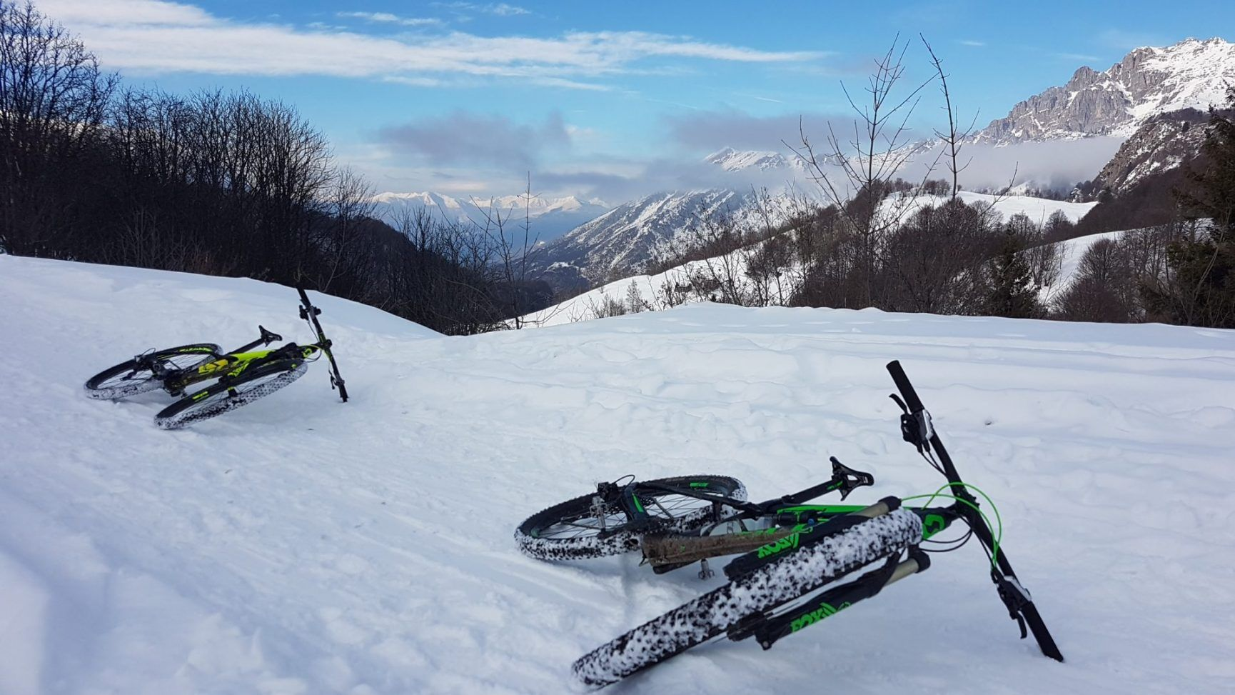 pedalare in mtb sulla neve