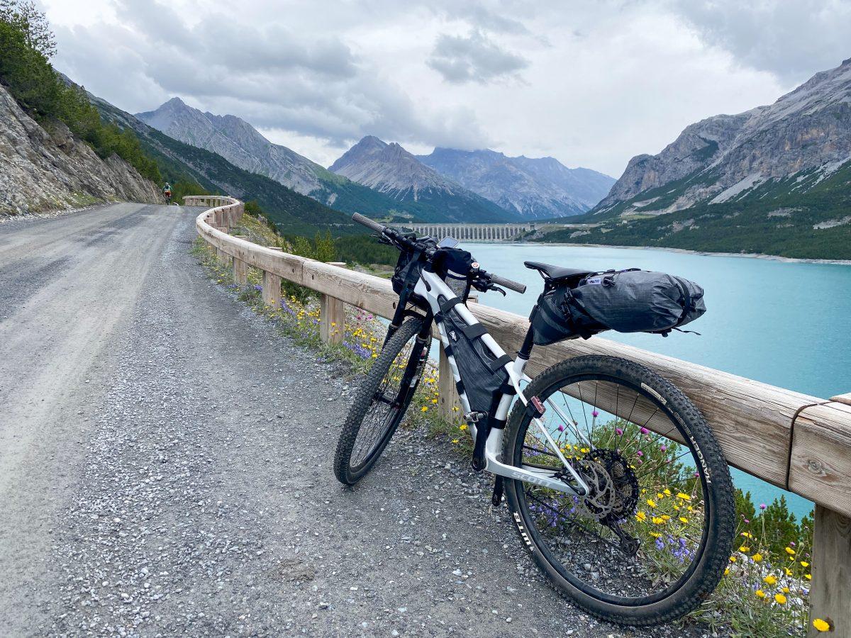 laghi di Cancano giro della Valtellina in bikepacking