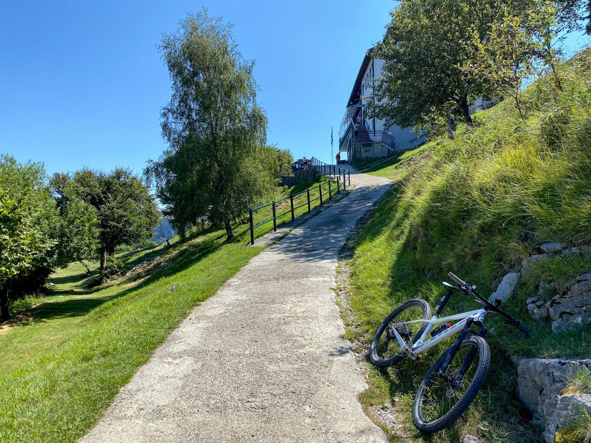 rifugio SEV alpe di Pianezzo in bici
