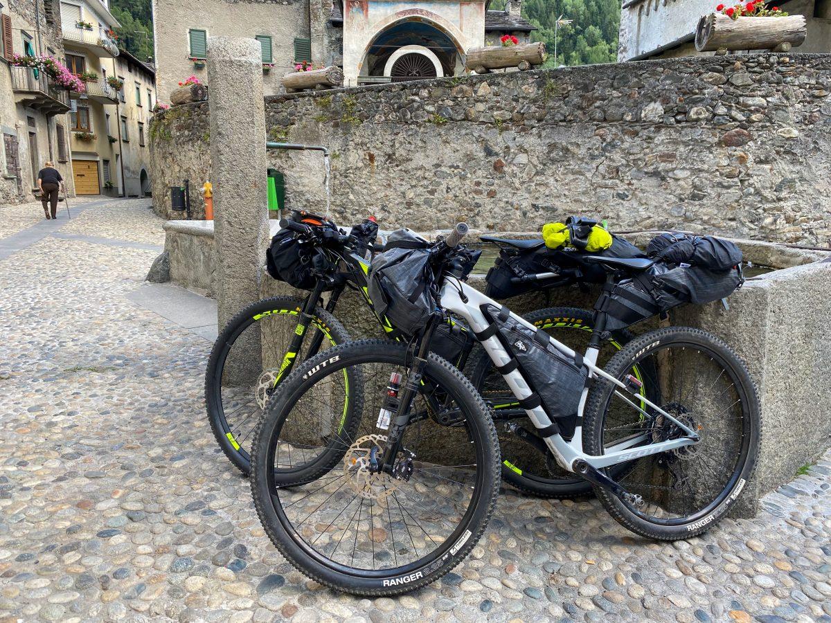 cosa portare in un viaggio in bici