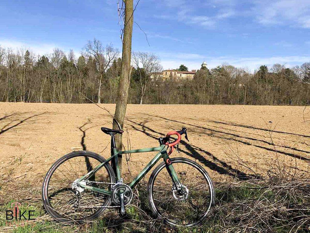 bici gravel scott contessa speedster sulla ciclabile del Lambro