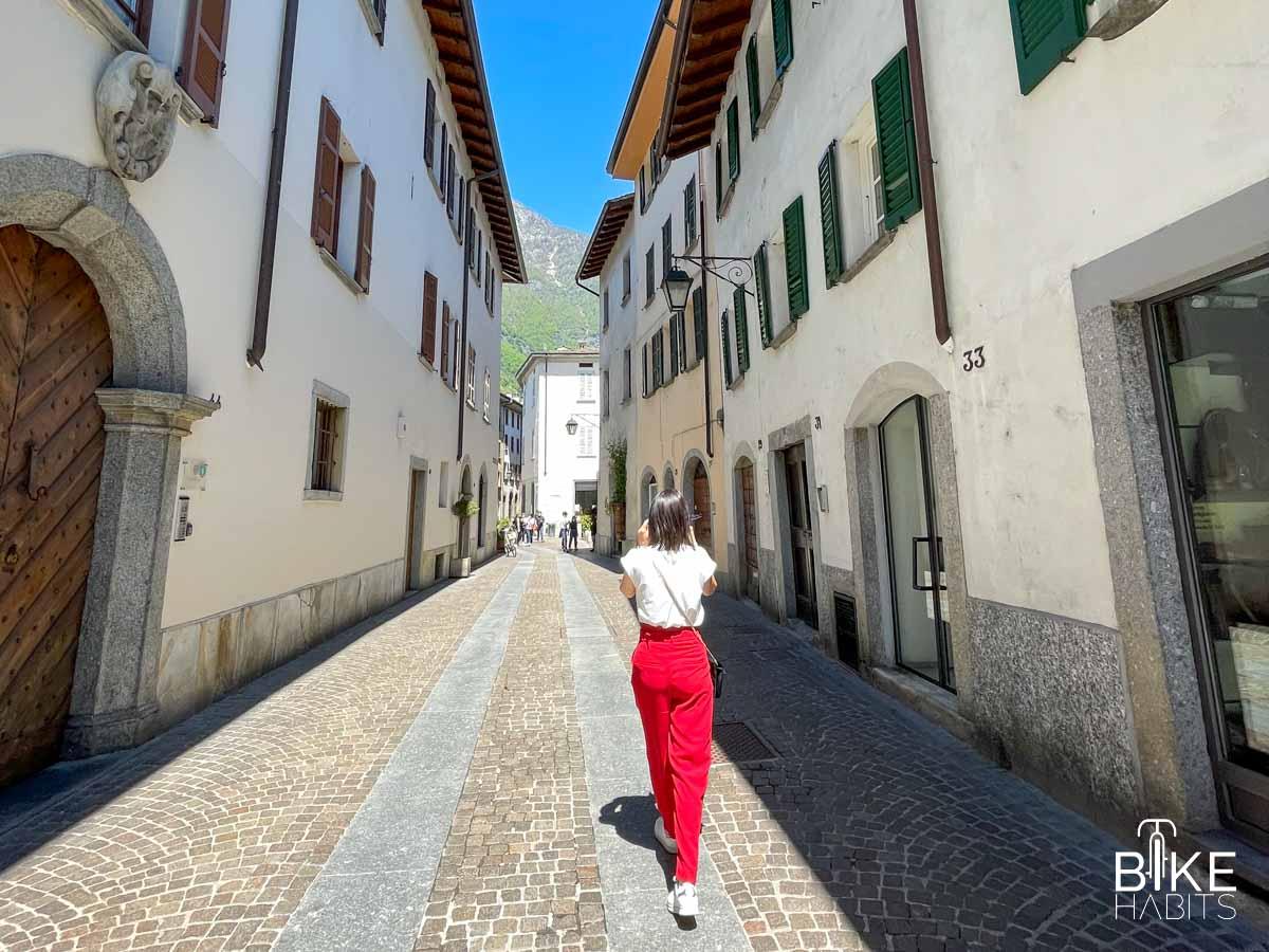 per le vie del centro storico a Chiavenna